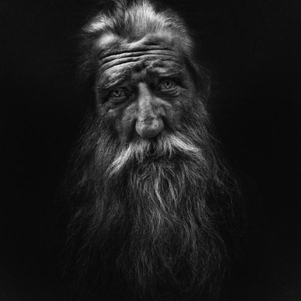 foto ritratto uomo barba bianco e nero lee jeffries