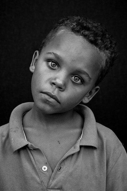 foto ritratto bambino bianco e nero