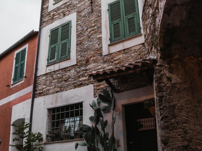 colla micheri fotografia case nella pietra
