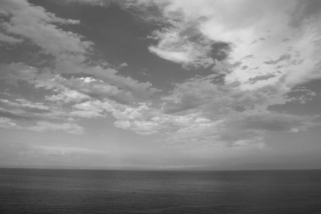 colla micheri fotografia paesaggio alba mare bianco e nero