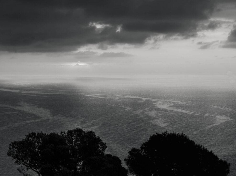 colla micheri fotografia paesaggio alba bianco e nero