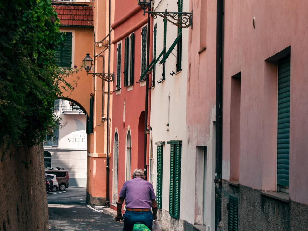 laigueglia fotografia uomo in bicicletta