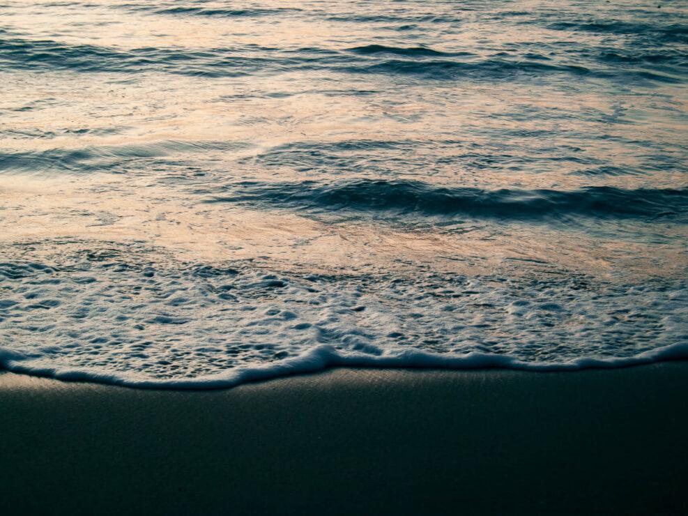 spiaggia all'alba fotografia