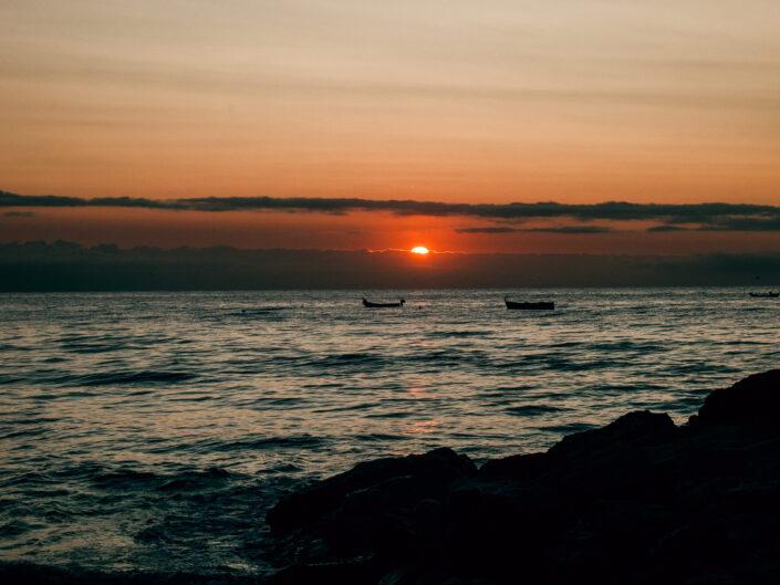 laigueglia barche in mare alba