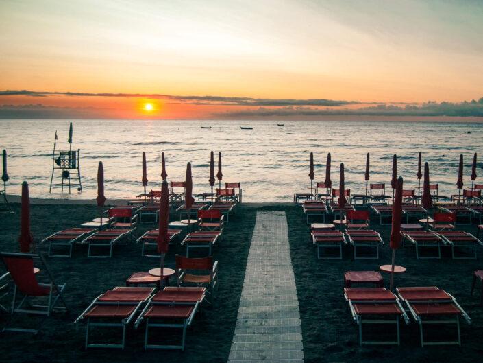 laigueglia bagno spiaggia all'alba