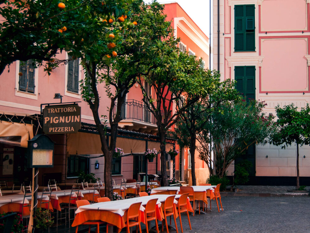 laigueglia foto piazza ristoranti