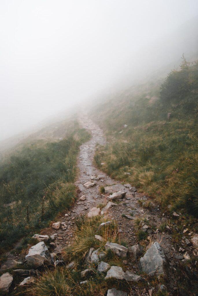 passo verrobbio valle brembana nebbia montagna sentiero