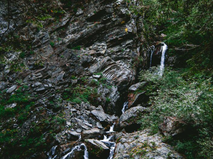 fotografia sentiero casere montagna ruscello