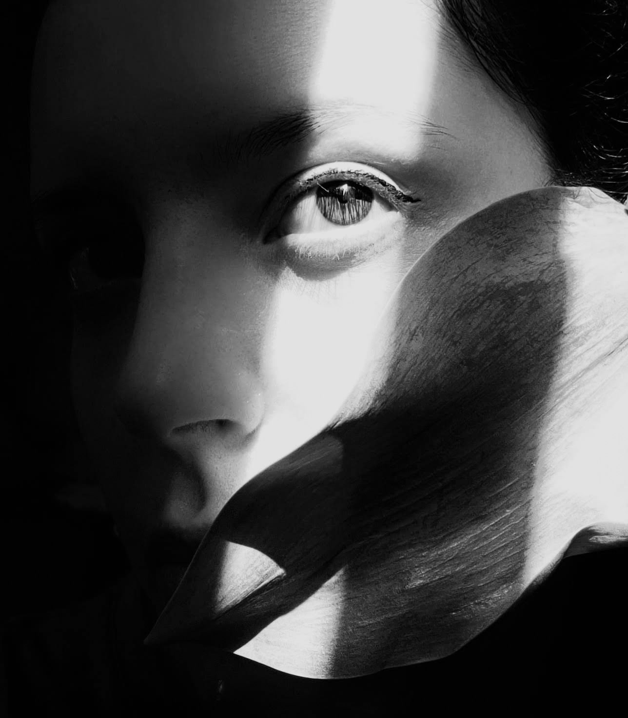 arianna-mauri-BnW Shadows- photoshoot con poca luce - portrait